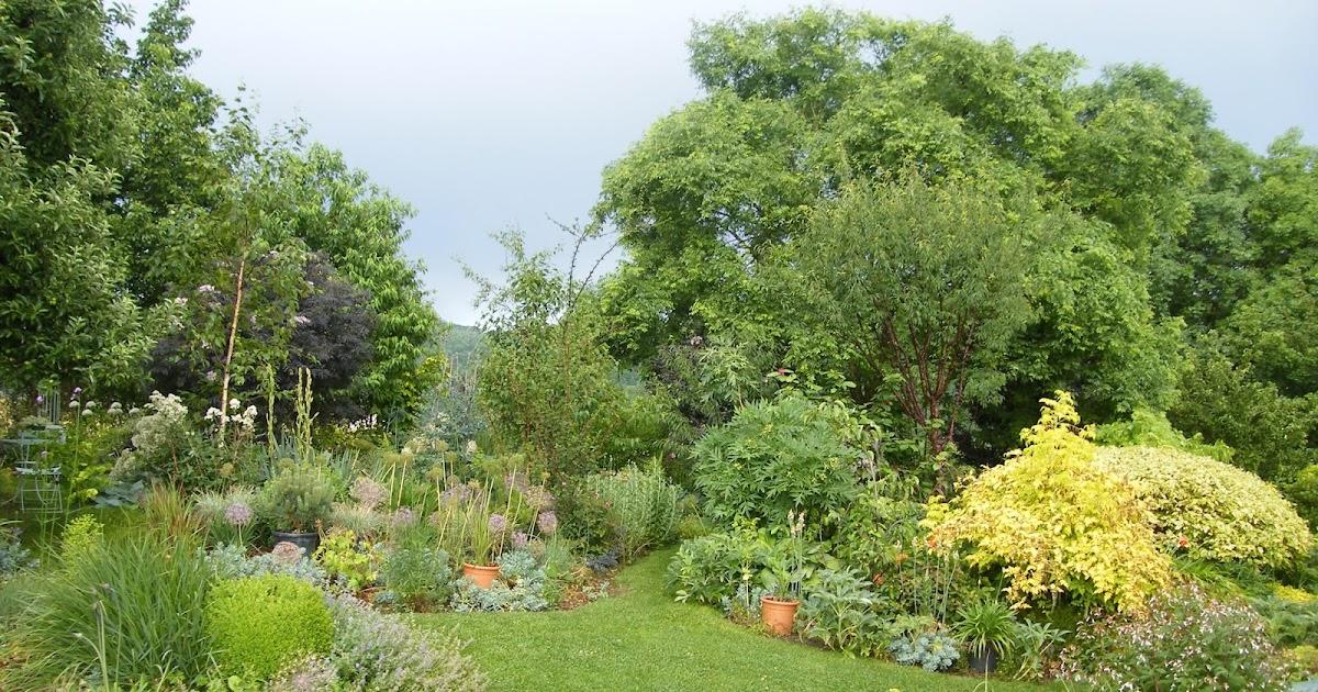 Au gr du jardin un jardin crin en auvergne for Jardin henri vinay