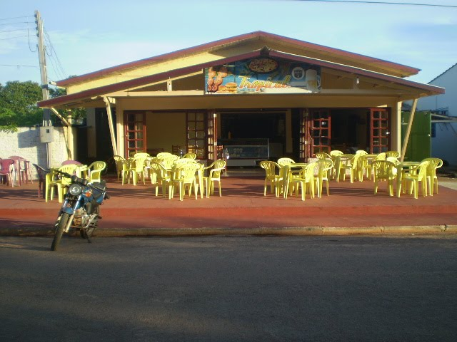 LANCHONETE, PIZZARIA E RESTAURANTE TROPICAL.