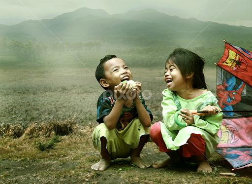 Tertawa Bersama-Sama Meningkatkan Rasa Ketertarikan Satu Sama Lainnya