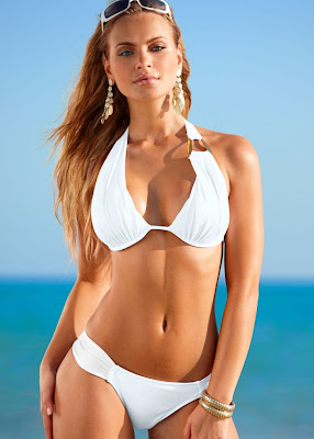 Elisandra Tomacheski hot body in Venus bikini photoshoot