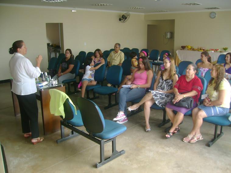 Tratamento de beleza no encontro de mulheres 2012 - palestrante a sócia Vitoria - esposa do pastor