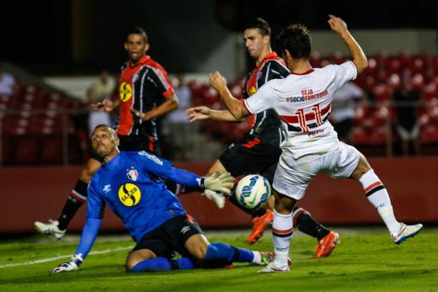 Autor de um dos gols da vitória por 3 a 0 no primeiro turno, Pato será titular nesta quarta (Foto: Divulgação/JEC)