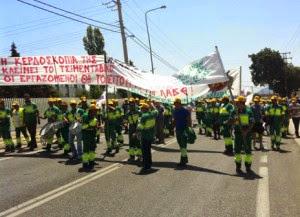 Οι εργαζομενοι στα Τσιμεντα Χαλκιδας εξω απο το συγκροτημα Α στις 11.06.2013