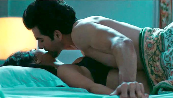 hate story bed scene