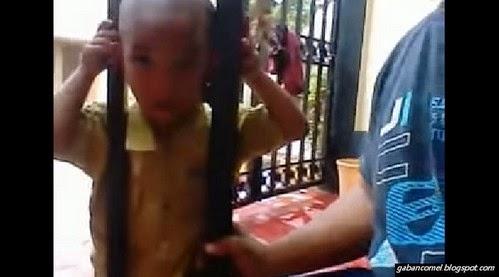 Ngeri Budak Kepala Botak Ini Tersepit Dicelah Jeriji Pagar Rumah