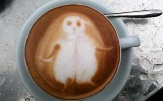 Hantu Casper muncul di permukaan air kopi