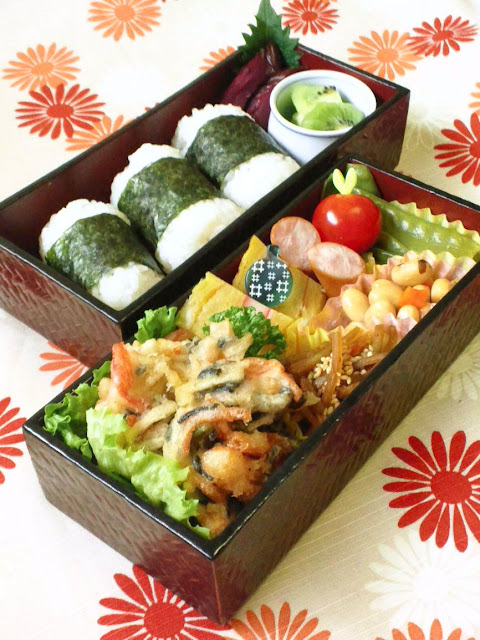bento lunch box meaning bento made easy with easy lunch box compartmentalized bento wikipedia. Black Bedroom Furniture Sets. Home Design Ideas