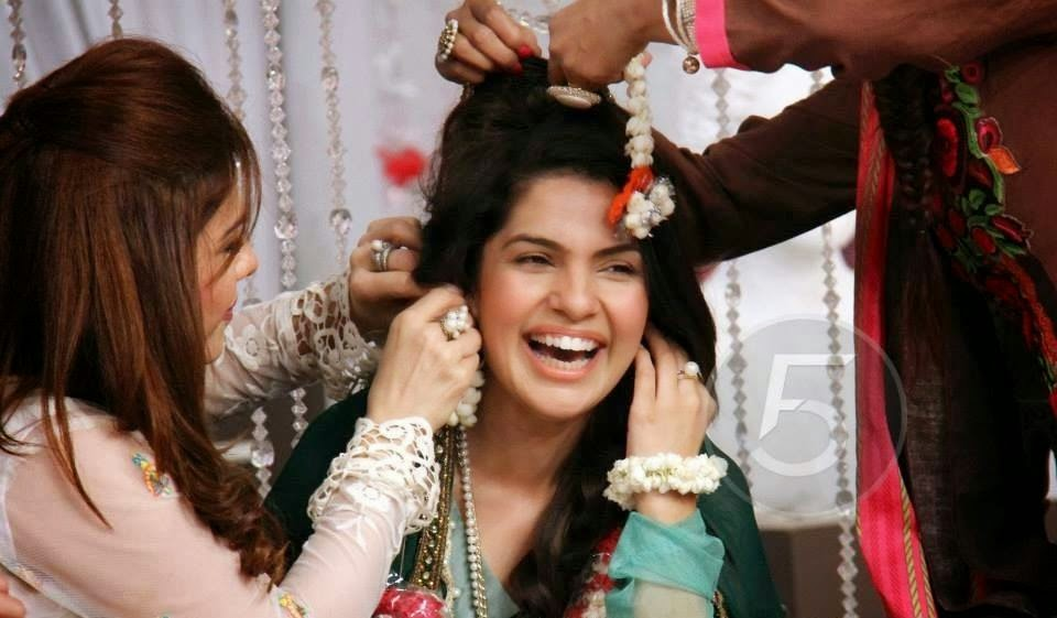 Mehndi Makeup In : The beauty parlor is not just any salon ~ haifa