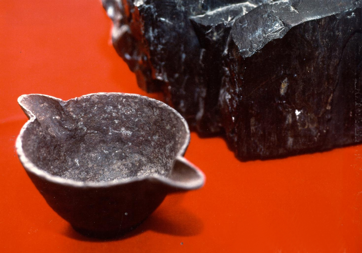 Artifacts in Coal http://thebiggestsecretsoftheworld.blogspot.com/2011/02/iron-pot-embedded-inside-coal-lump-out.html