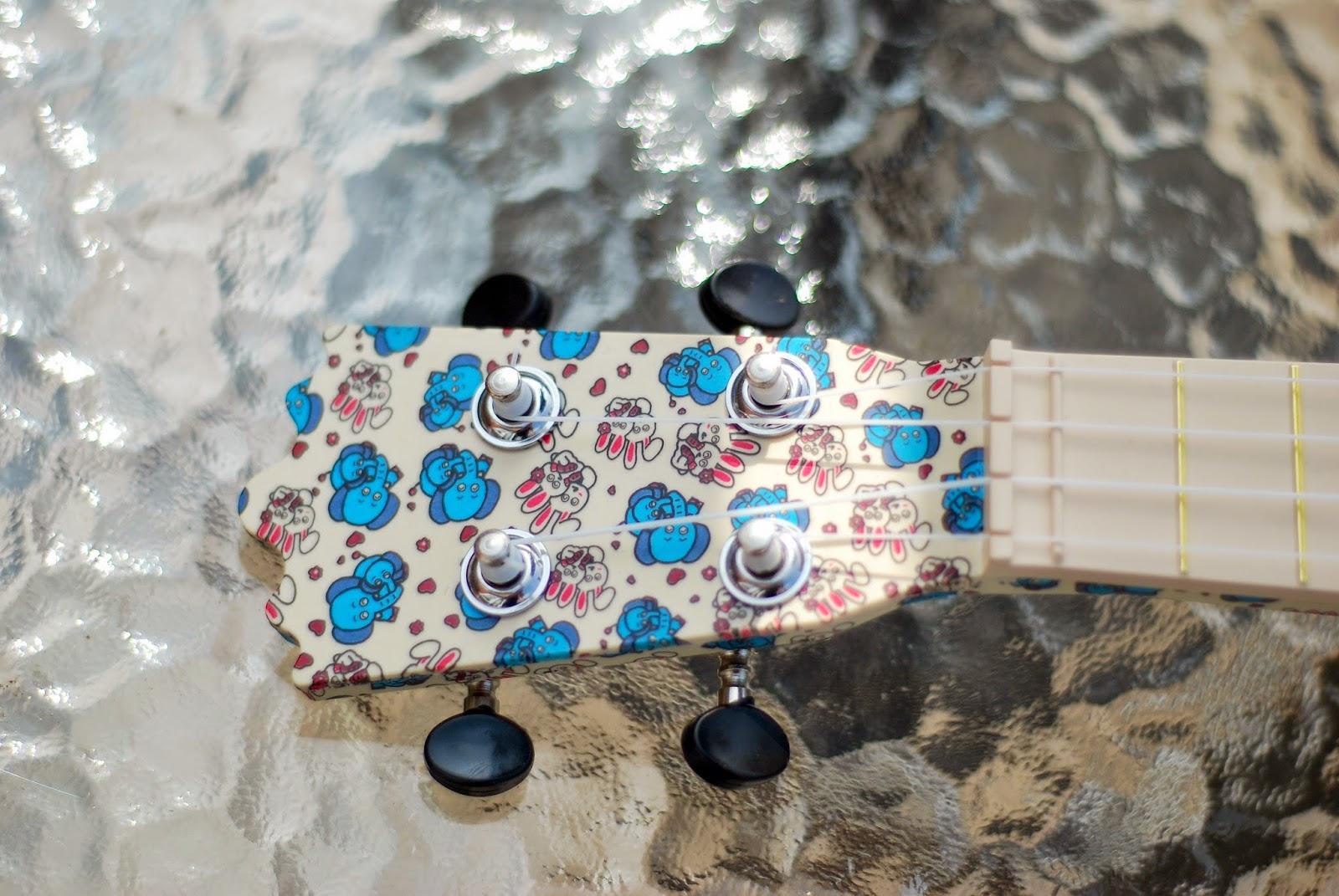 woodi plastic soprano ukulele headstock