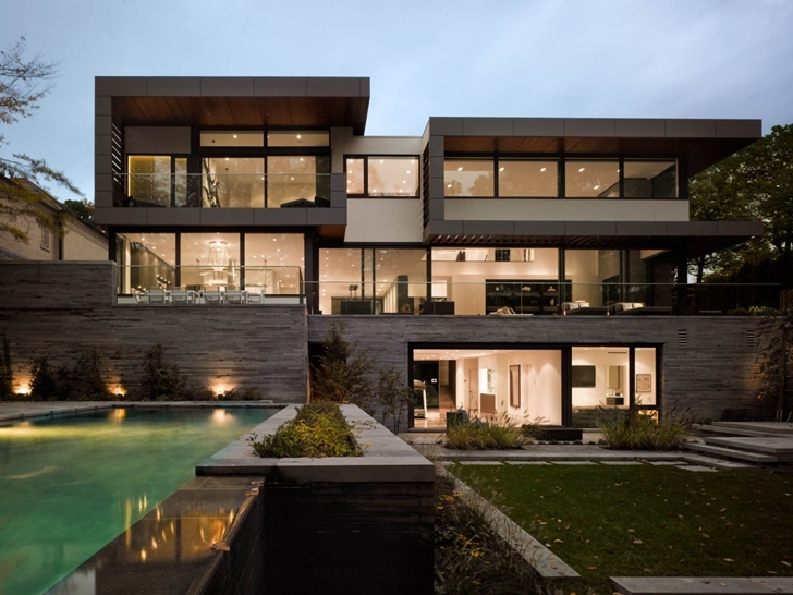 Swimming pool in Modern Mansion In Toronto by Belzberg Architects Group