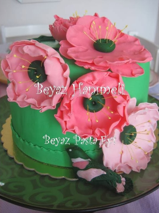 Pembe Çiçekli Pasta