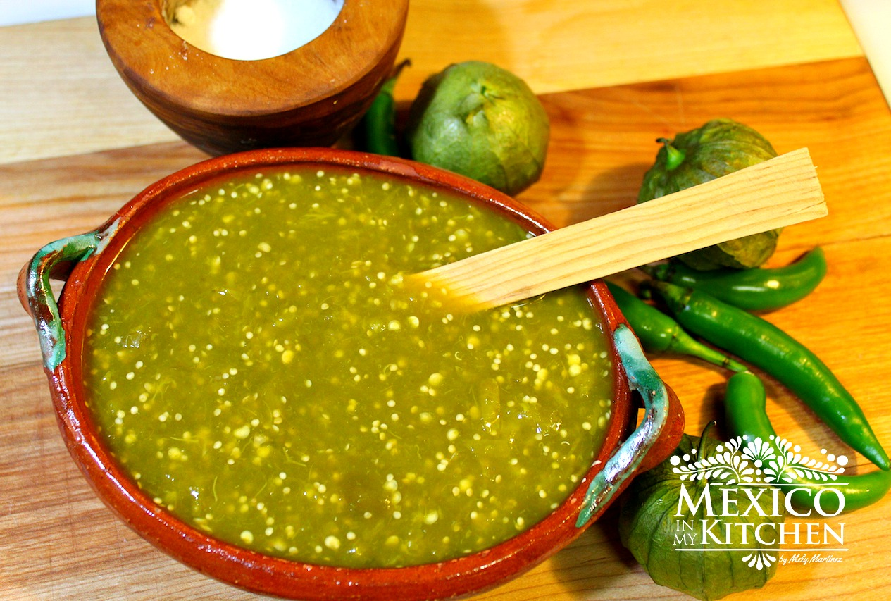 in My Kitchen: How to Make Spicy Green Tomatillo Sauce / Salsa Verde ...