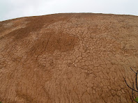 La morfologia de xaragall d'erosió, gravada al damunt d'aquest vessant per l'aigua de pluja, testimonia la dissolució i l'arrossegament de la sal
