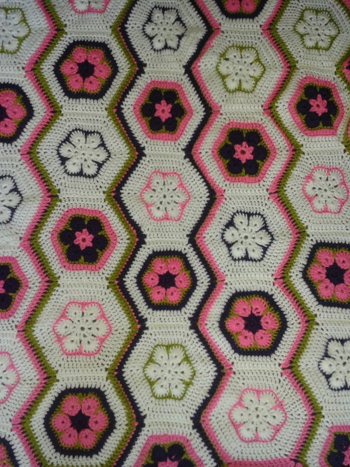 Handmade With Love Crochet: African Flower Bed Runner