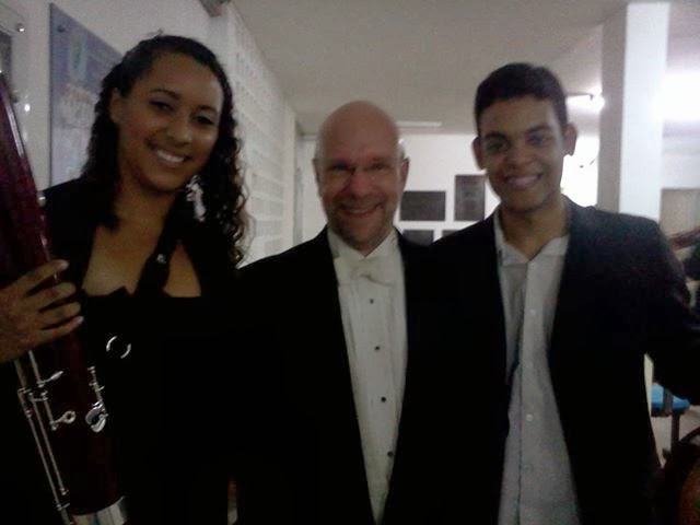 Bruna e o maestro Jean-François Rivest e o músico Riclébio da Escola de Musica da UFRN