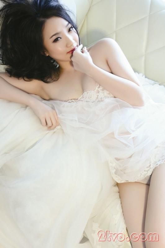 Ngắm bộ ảnh sexy thiếu nữ trên giường ngủ 2