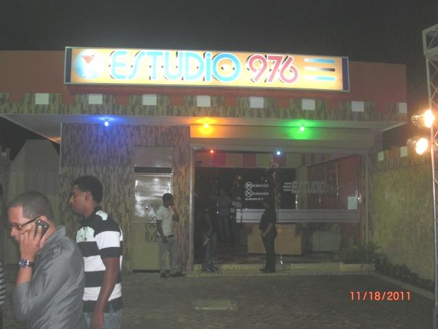 Yoskar sarante inaugura discoteca a casa llena - Discoteca in casa ...