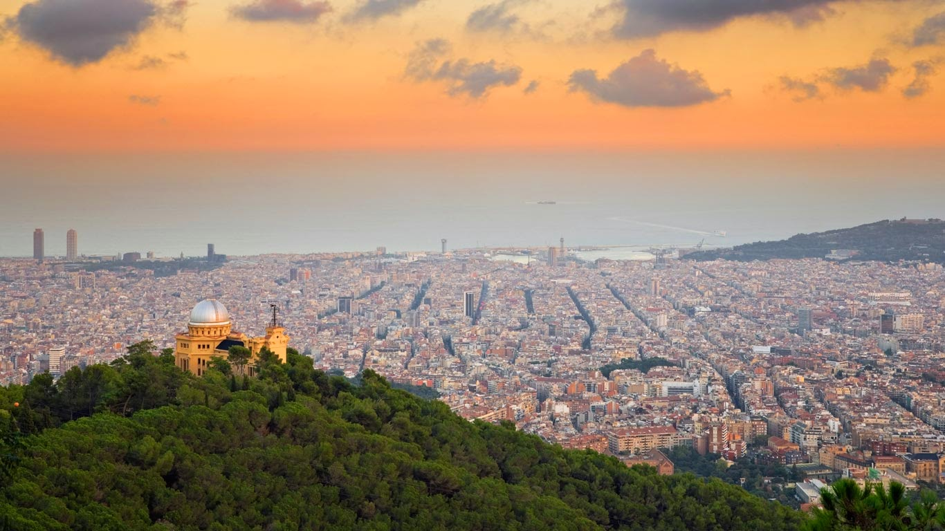 Observatory Fabra and Barcelona seen from the hills of Tibidabo, Spain (© SIME/eStock Photo) 206