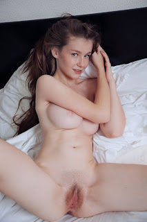 www.celebtiger.com+Eternal Bed pleasures Emily Bloom high 0025 Sweet Teen Emilly Bloom Nude On Her Bed HQ Photo Gallery