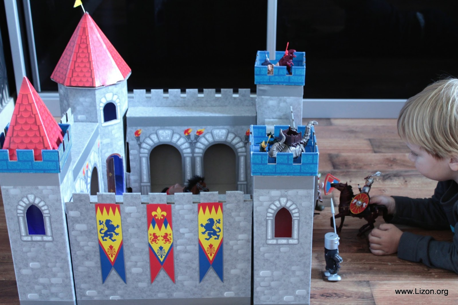 Замок из коробок своими руками картинки 73