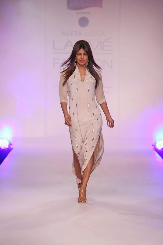 http://1.bp.blogspot.com/-Ezy7iP0B6v8/UyXPKGrPAvI/AAAAAAABsfU/3gscyTnMzV4/s1600/Priyanka+Chopra+sizzles+on+the+ramp+for+Reliance+Trends+presents+Neeta+Lulla+at+LFW-2014+(5).jpg