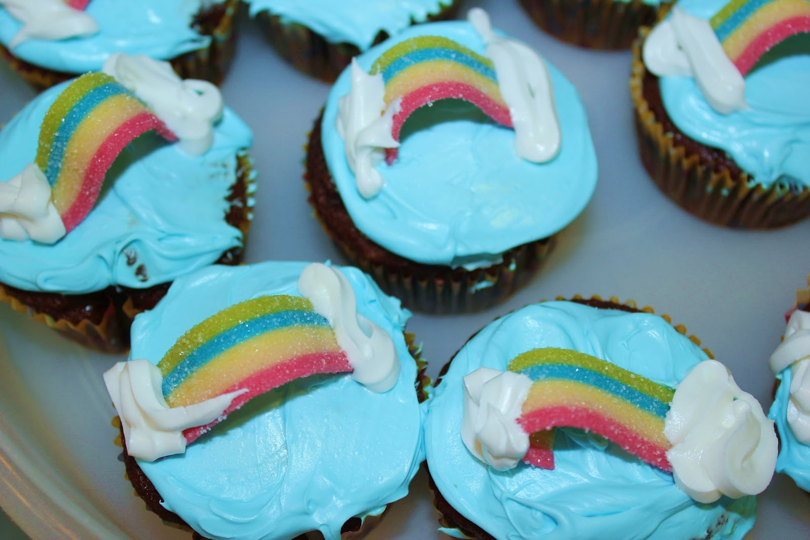 http://1.bp.blogspot.com/-F-3n4VvhY9E/T2p8944v7bI/AAAAAAAAB8w/OfD4kGTuCB0/s1600/Cupcakes+Rainbow.JPG