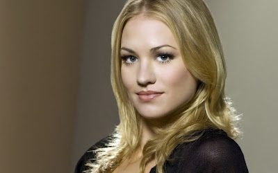 Yvonne Strahovski Lovely Wallpaper
