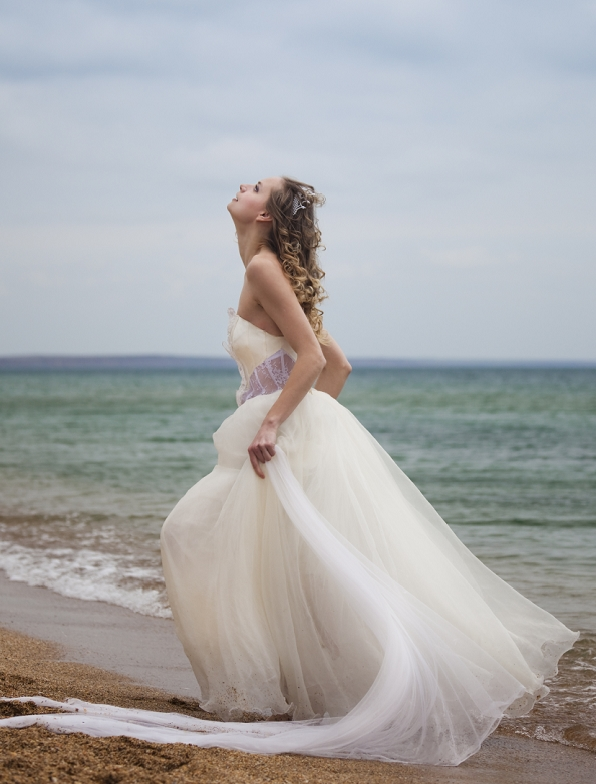 Whiteazalea simple dresses ethereal tulle simple wedding for Romantic ethereal wedding dresses