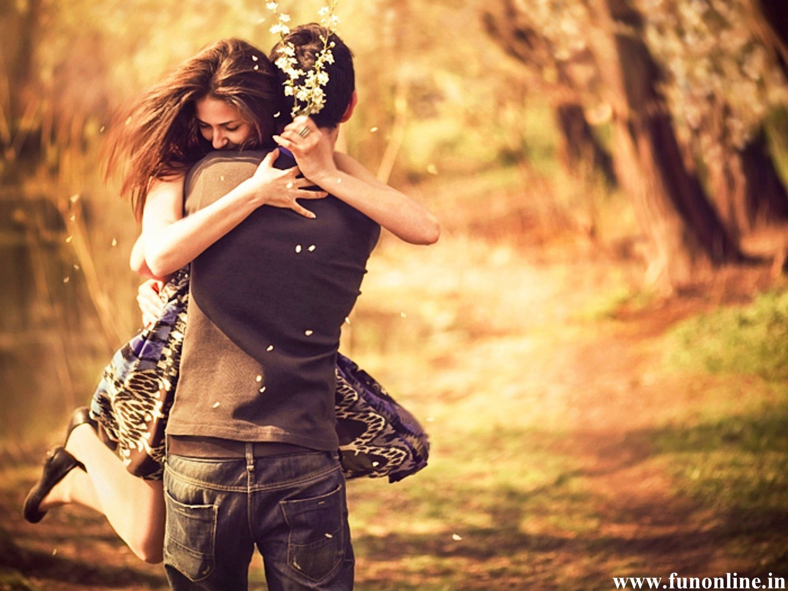 http://1.bp.blogspot.com/-F-hFFrtkGHs/UIaZVAXiWRI/AAAAAAAANts/r1OSbpglk5w/s1600/Pleasing-Couple-Love-Hug-Wallpaper.jpg