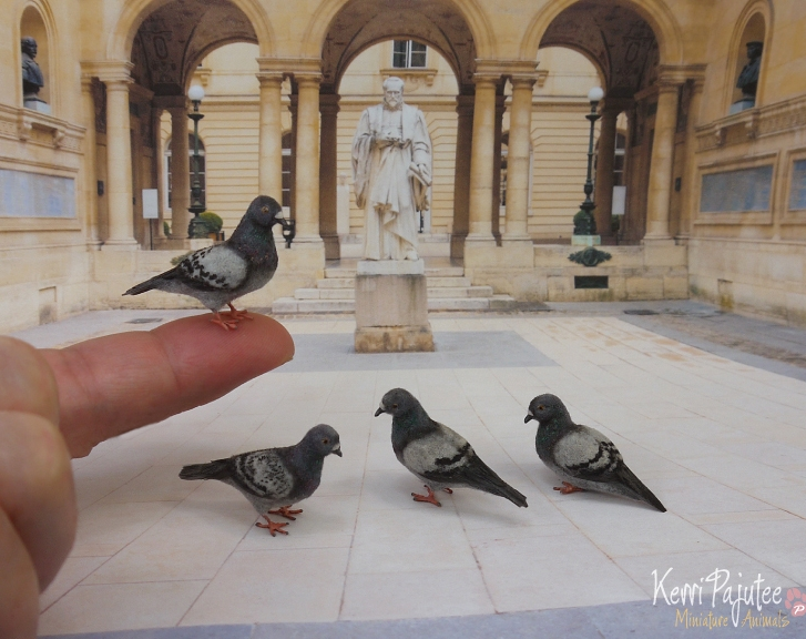 07-Pigeons-Kerri-Pajutee-Miniature-Sculpture-that-look-Real-www-designstack-co