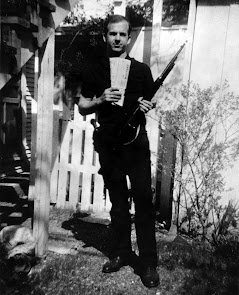 Lee-Harvey-Oswald-Backyard-Photo.jpg