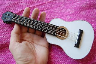 Рок гитара из картона