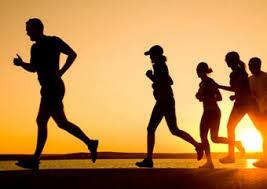 Como evitar as lesões mais comuns em atletas, corredores, esportistas e quem faz caminhadas. Quais são os tipos de lesões musculares? Existem duas classificações para as lesões musculares: traumáticas e atraumáticas. Uma simples cãibra e uma dor muscular tardia são consideradas atraumáticas. Já o estiramento, a contusão e a laceração são as traumáticas e as que merecem mais atenção