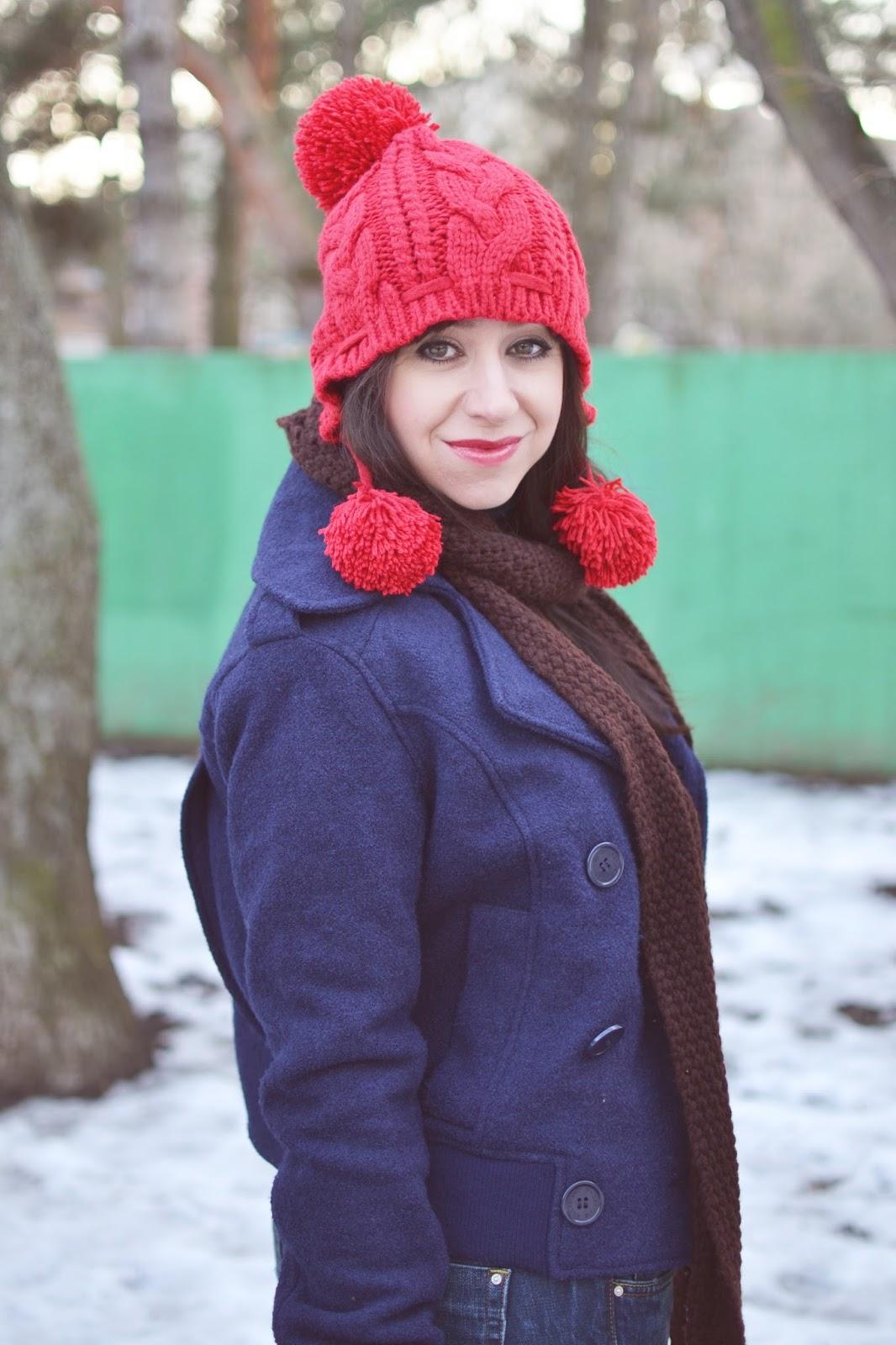 Spontánne versus plánovane_Katharine-fashion is beautiful_Červená čiapka_Roztrhané džínsy_Červené členkové čižmy_Katarína Jakubčová_fashion blogger