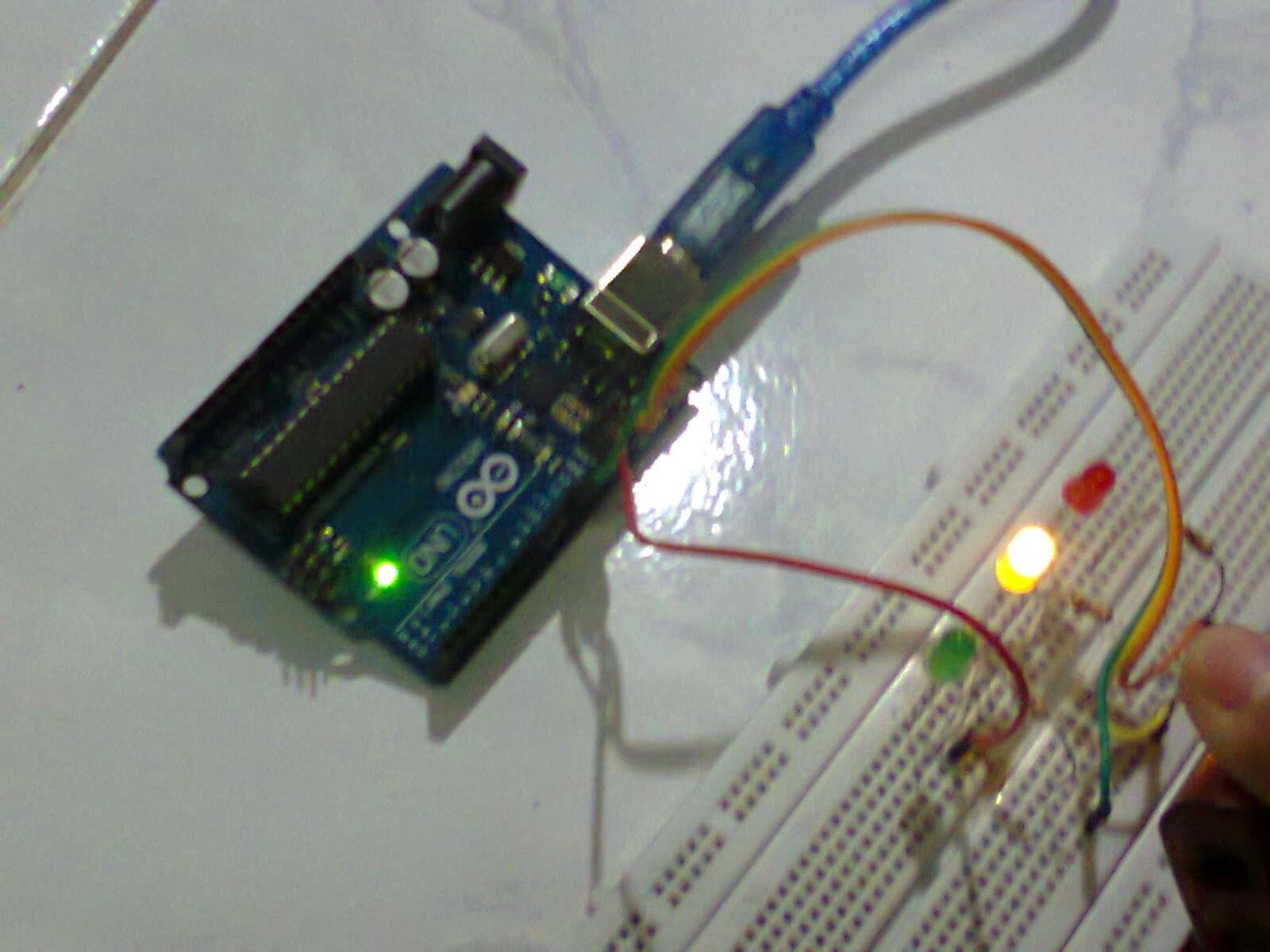 Rangkaian lampu bangjo arduino