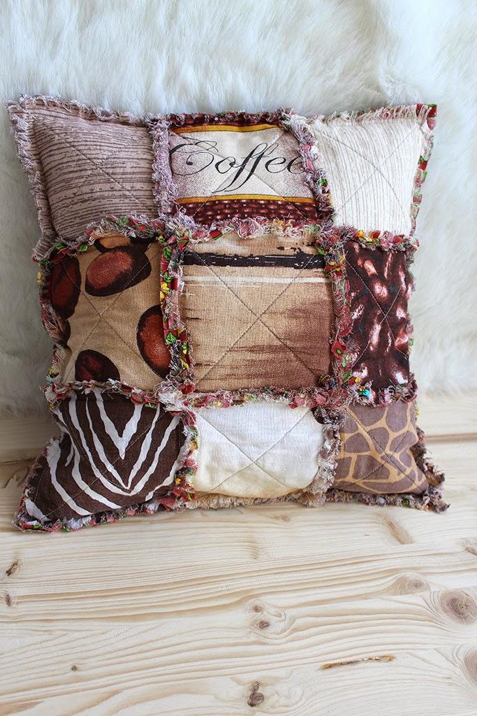 диванная подушка в технике потрёпанный квилт