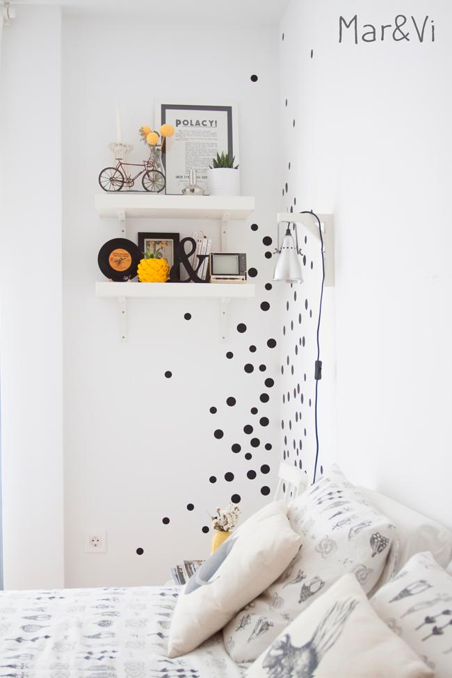 Decorar las paredes con lunares de vinilo