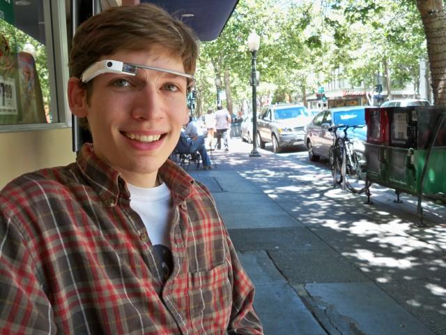 Pemuda Berhasil Bobol Teknologi Google Glass