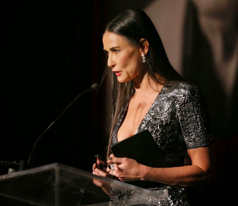 Demi Moore appeared to showing her statement skill on the stage as she represents the harvest of award for Kirk Douglas dignity in the World of Entertainment.