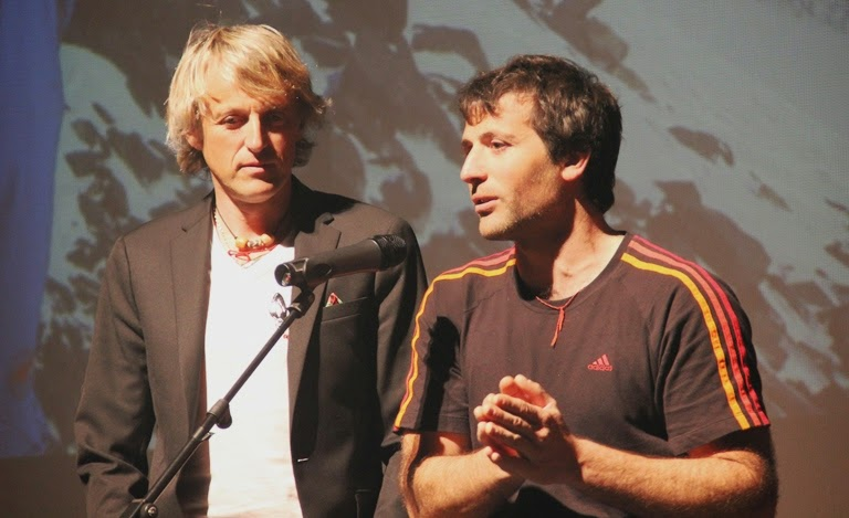 El montañero Alex Txikon presenta a Jesús Calleja.