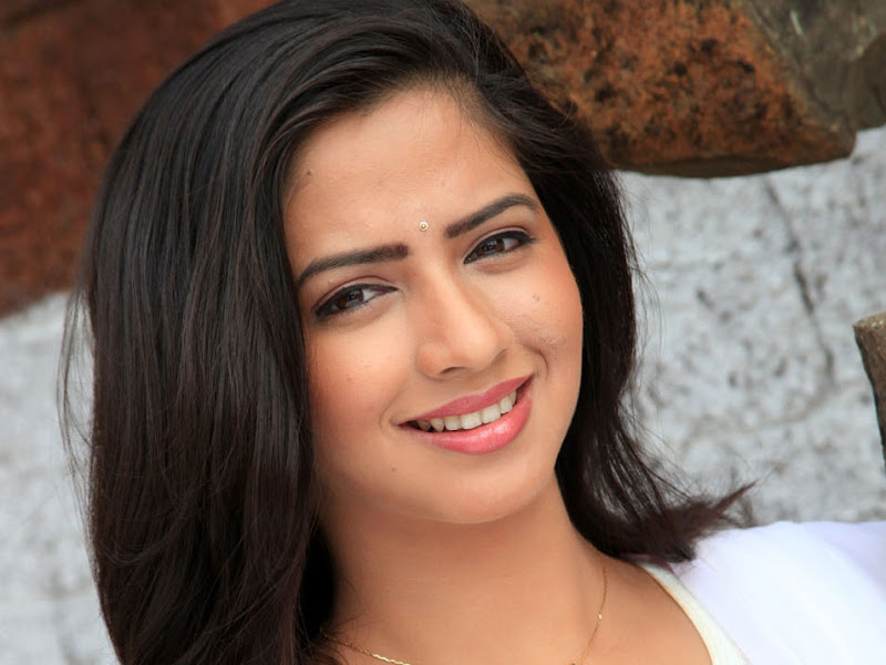 Actress Nisha Shah Stills Gallery hot photos