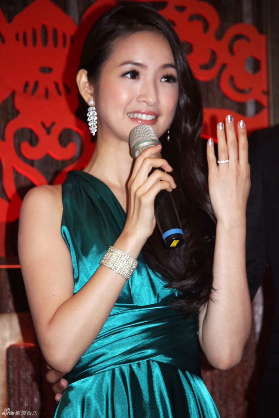 ariel lin throws engagement banquet on 32nd birthday