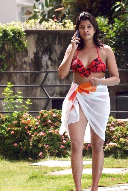 Actress Nadeesha Hemamali Hot In Bikini Expose Navel Boobs and Thighs