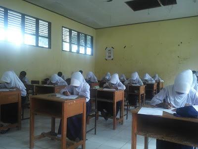 Hari Pertama Ujian Semester 2 SMP Negeri 1 Bontosikuyu