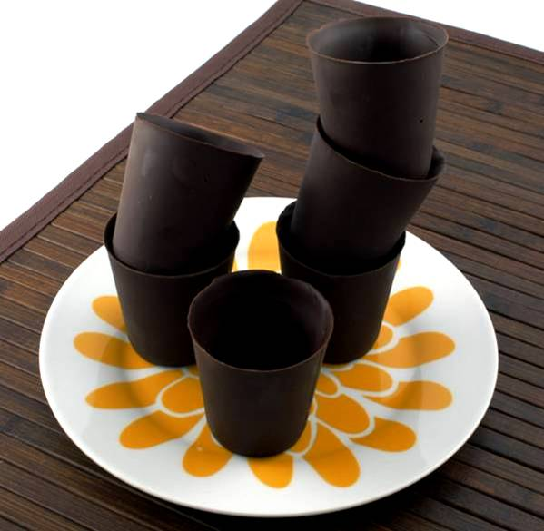 علب وأكواب من الشوكولاته تؤكل image025-797378.jpg