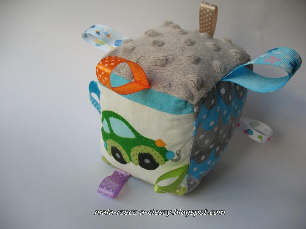 Własnoręcznie tworzę wyprawkę dla dziecka - zabawka kostka metkowiec