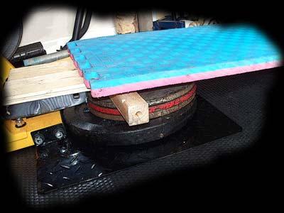 Homemade gym stuff powertec wbls10 matrix leg press for Gimnasio casero