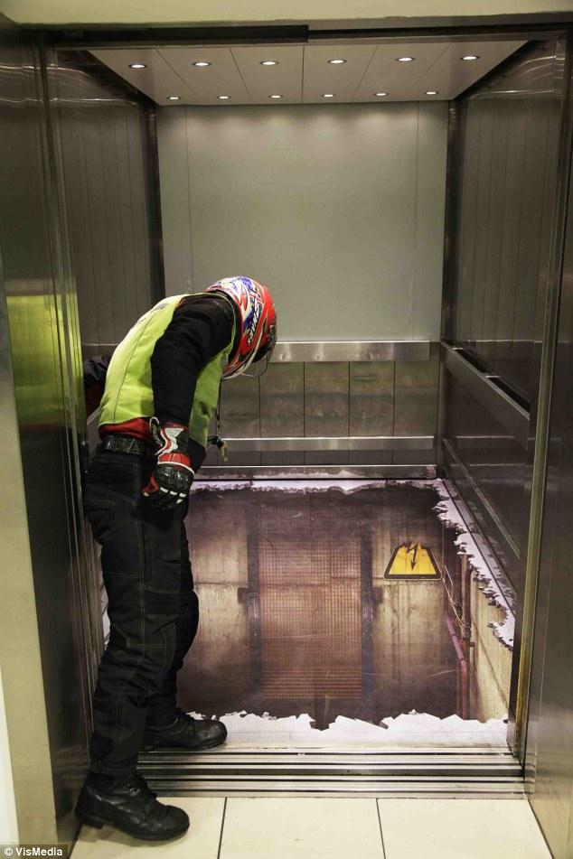 Как сделать чтобы застрять в лифте