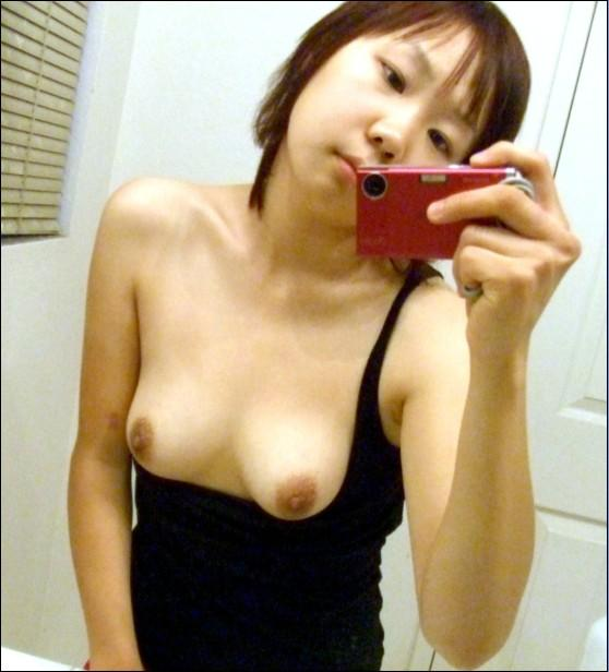 Young & Cute Taiwanese Schoolgirl's lovely small boobs self photos leaked (15pix)